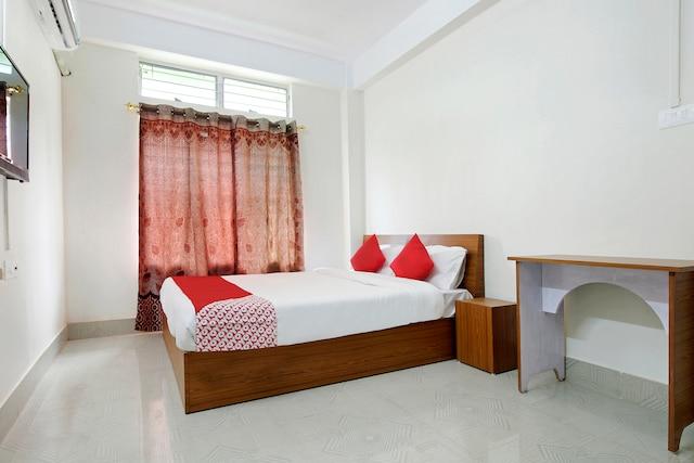 OYO 44696 Dhireswaraloy Guesthouse