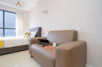 OYO Home 11345 Comfortable 1br Icon City
