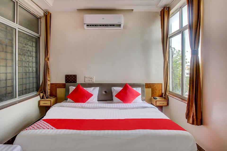 OYO 44964 Hotel Surya