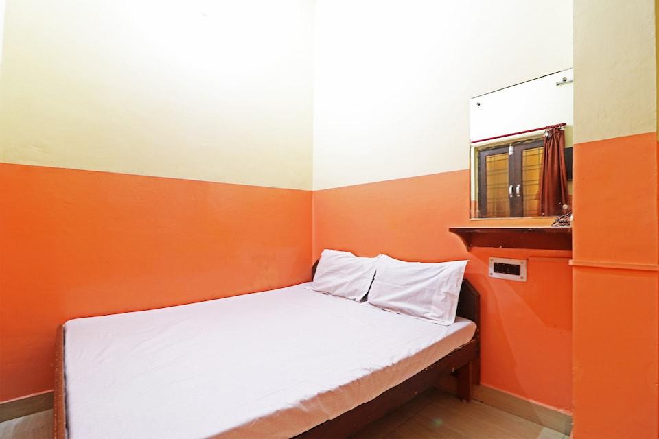 SPOT ON 45001 Hotel Shiv