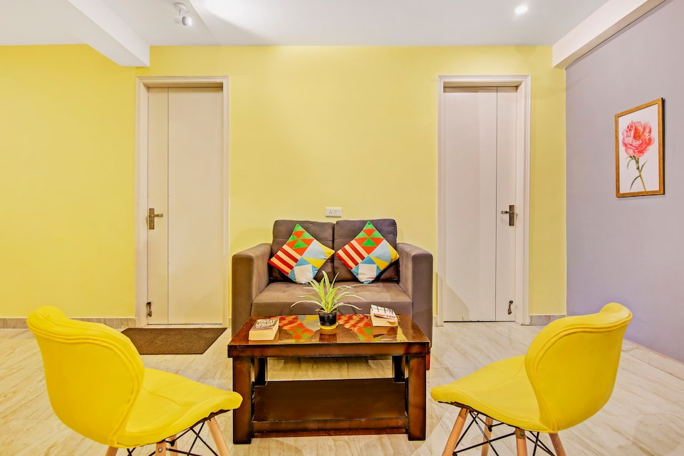 OYO Home 45016 Elegant Spacious Residence