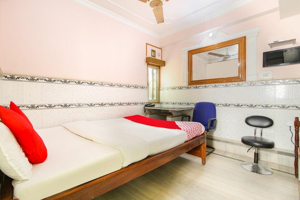 OYO 45094 Hotel Madhu Complex