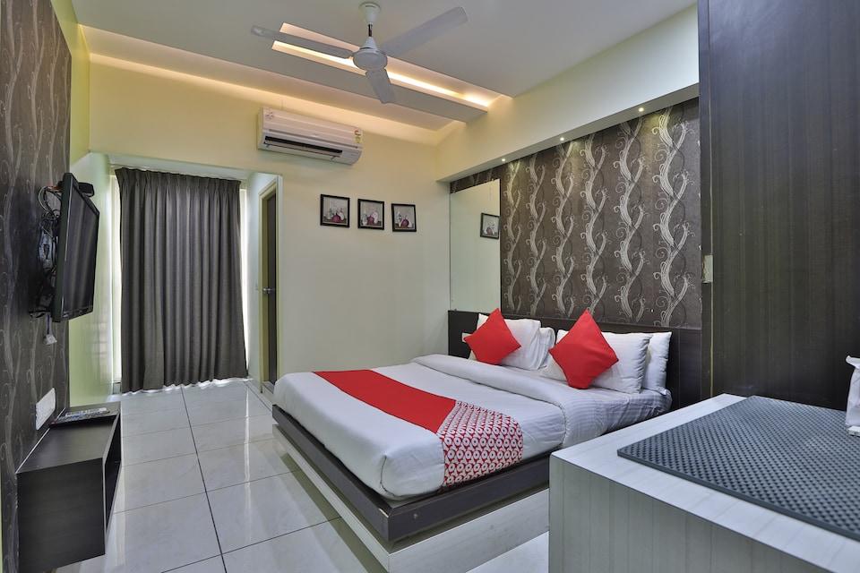 OYO 45095 Hotel The Grand Parshwanath