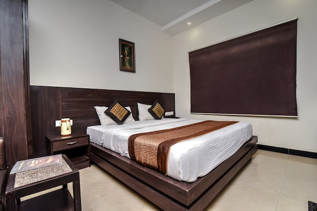 OYO 4012 Agra Cantt Deluxe