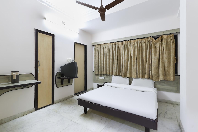 SPOT ON 45149 Geeta Lodge -1