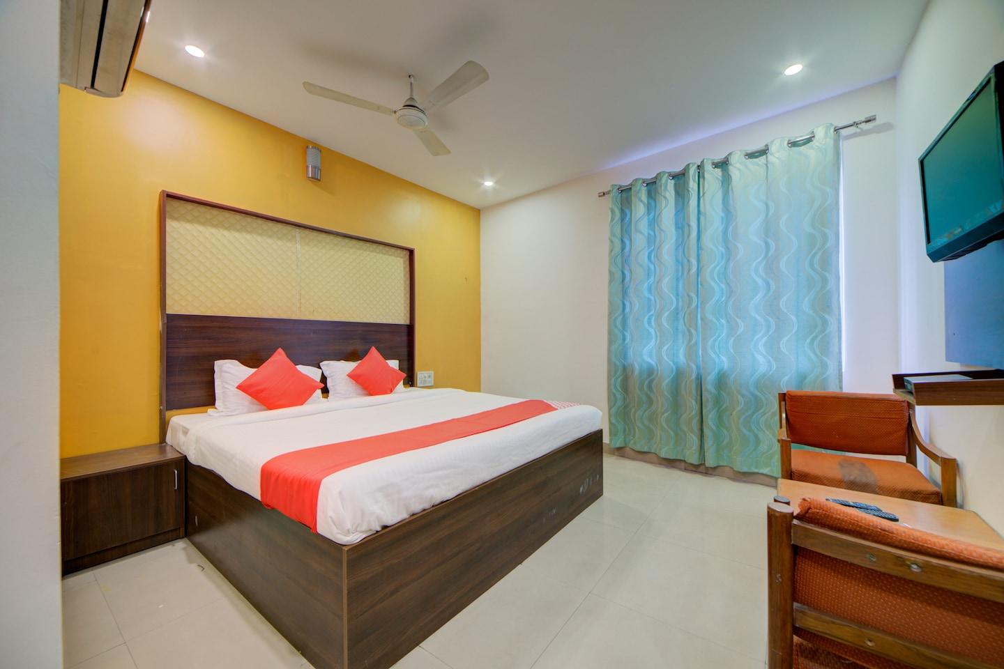 OYO 4025 Hotel Meredian Orchid -1