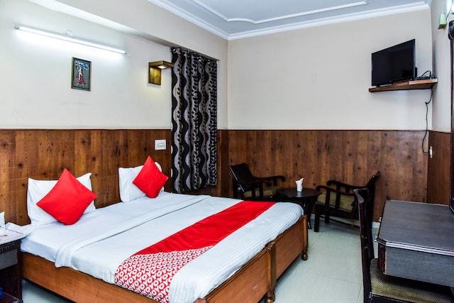 OYO 4064 Maharaja Hotel