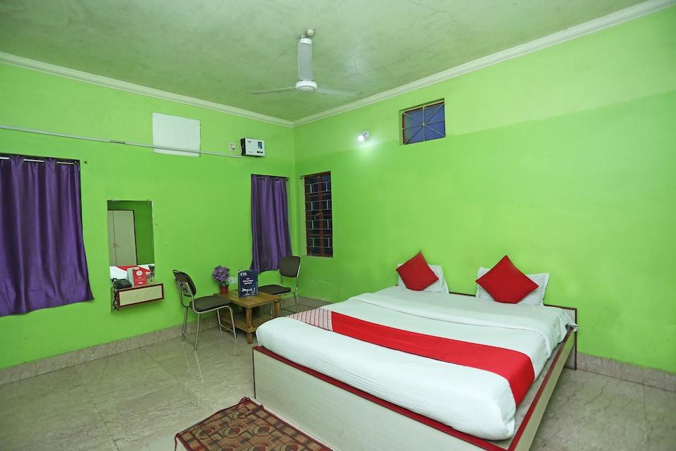 OYO 4108 Near Kalinga Hospital, Chandrasekharpur, Bhubaneswar