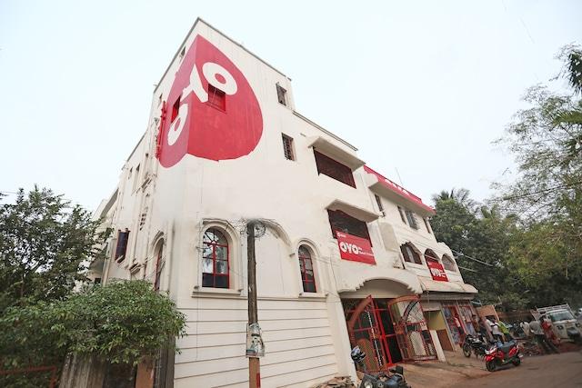 OYO 4108 Near Kalinga Hospital