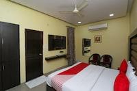 OYO 4139 Madhuri Palace