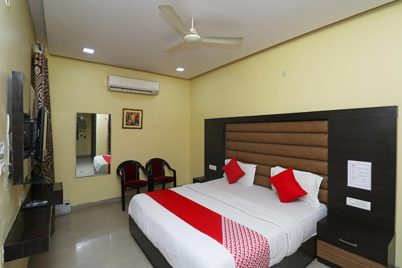 OYO 4139 Madhuri Palace -1