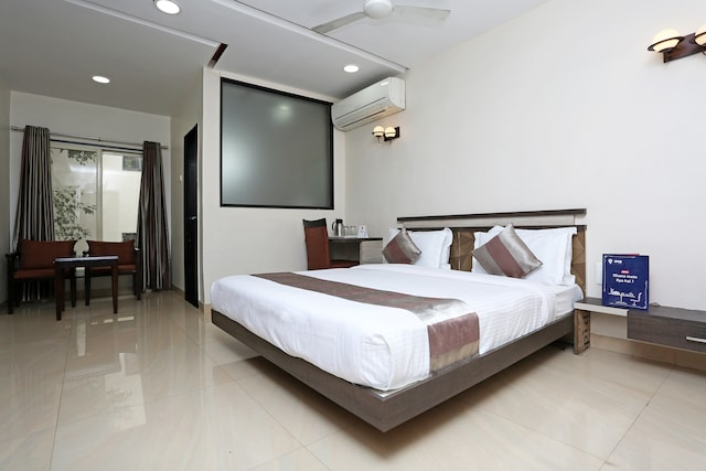 Capital O 4155 Hotel The Sudesh