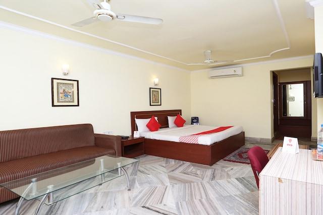 OYO 4209 Maurya Inn