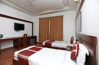 OYO 4258 Hari's Court Inns & Hotels