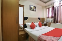OYO 4300 Hotel The Royal Placid