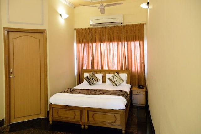 OYO 4334 Hotel Holiday Home
