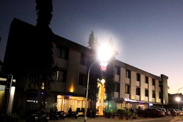 OYO 4348 Hotel Blue Lagoon