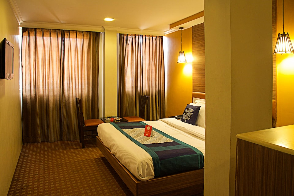 OYO 4390 Hotel Maneck Residency