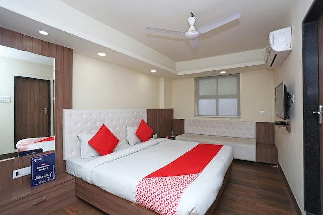 OYO 4406 Hotel Arya Palace