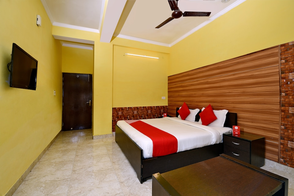 OYO 4464 All Seasons Guest House