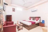 OYO 4472 Hotel Chandra Deep Deluxe