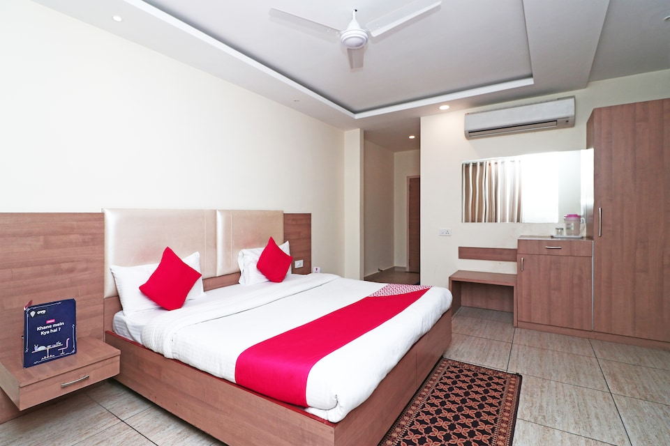 OYO 4477 City Square Hotel