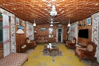 OYO 45251 Billoo Palace Houseboat