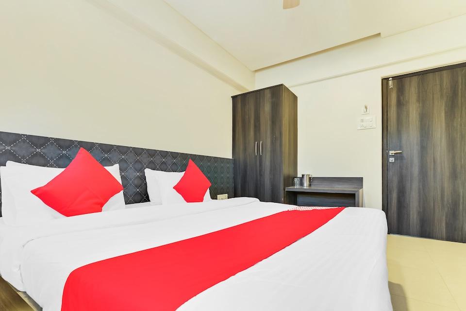 OYO 4552 Hotel Sharada International