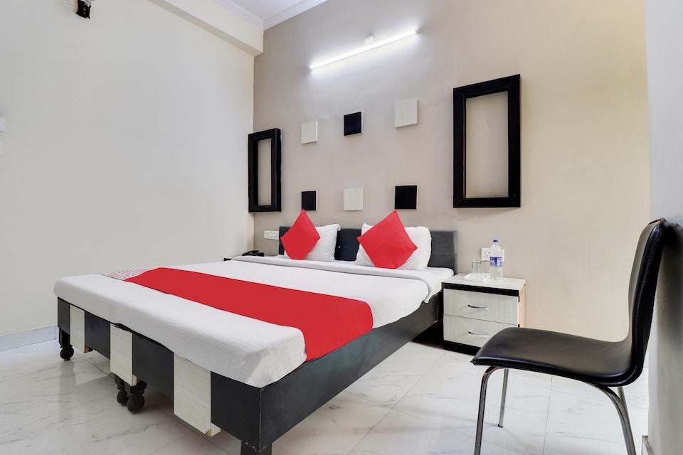 OYO 45348 Hotel Chaudhary Palace