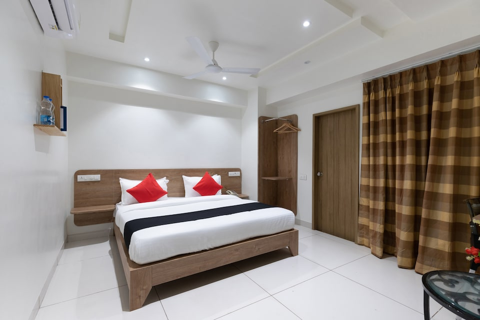 Capital O 45382 Akshar Inn By Jash Hotel