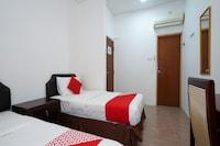 OYO 43955 N9 Business Hotel