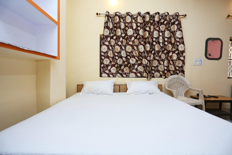 SPOT ON 45585 Hotel Aakash Ganga -1