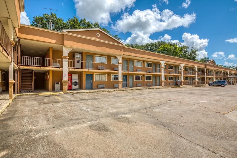 OYO Hotel Crowley LA I-10