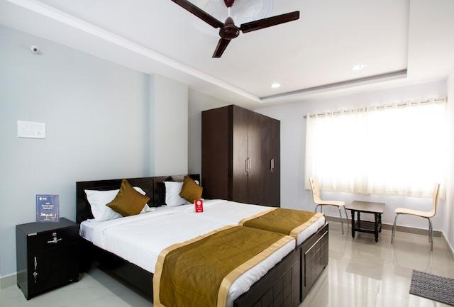 OYO 45668 Hotel Blue Star