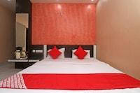OYO 45668 Hotel Blue Star Deluxe