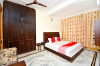 OYO 45681 Vivek Palace Deluxe