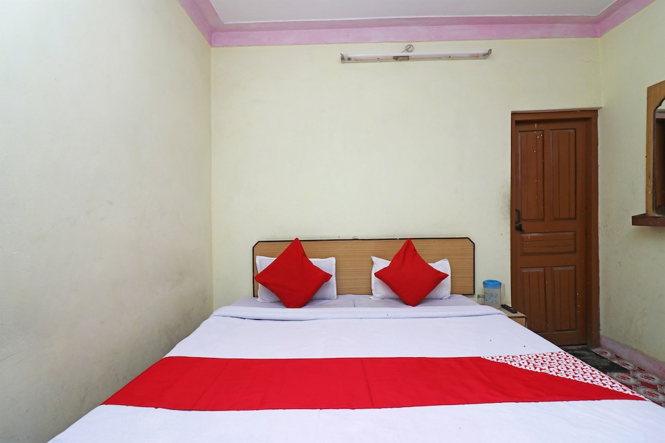 OYO 45695 Hotel Him Anand