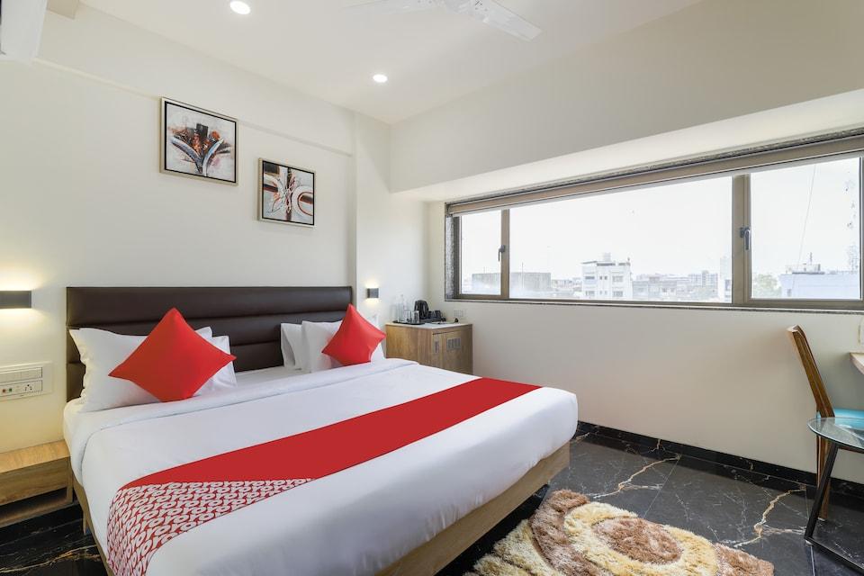 OYO Townhouse 549 Hotel Pearl, Delhi Gate Surat, Surat