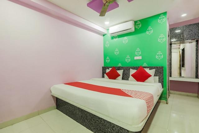 OYO 45752 Hotel SB Palace