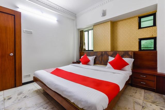 OYO 45753 Hotel President Inn