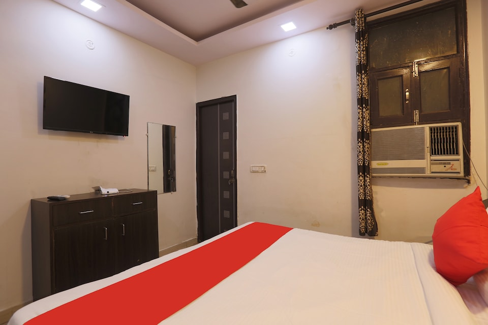 OYO 45772 Silver Residency