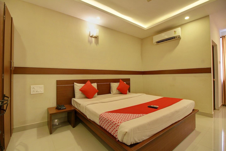 OYO 4594 Apartment Krish Inn -1