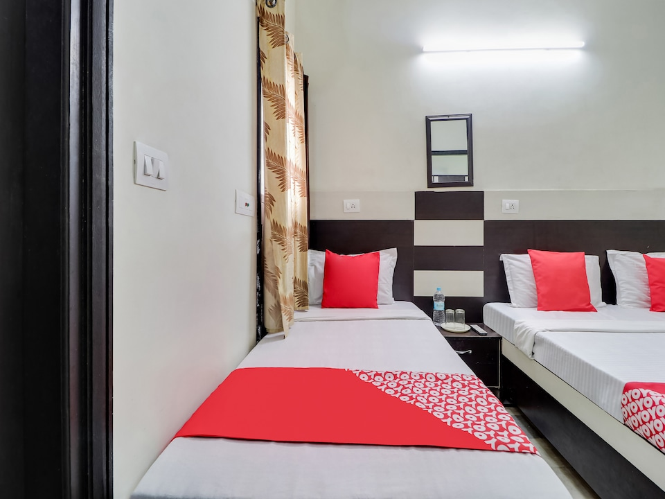 OYO 45903 Royal Guest House
