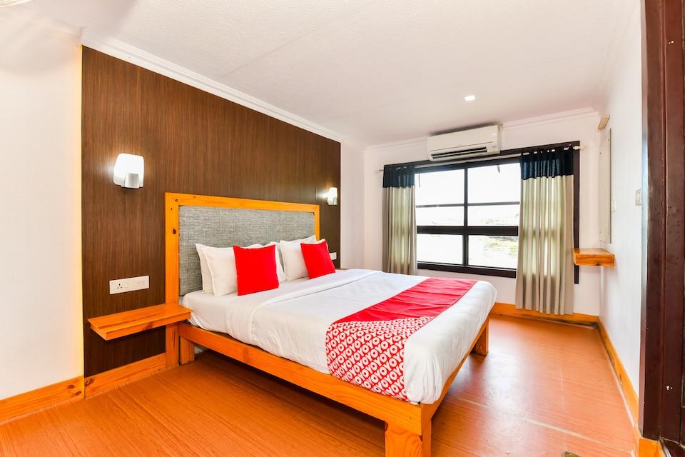 OYO 45918 HouseBoat Indraprastham Premda 8 BHK Premium