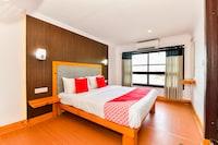 OYO 45918 HouseBoat Indraprastham Premda 8 BHK Premium Deluxe