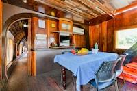 OYO 45939 Indraprastham Oasis Houseboat 2bhk Deluxe