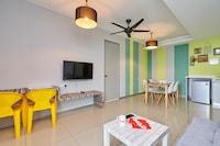 OYO Home 44002 Classic 2br Setia Alam Trefoil - De Houz