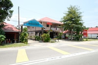 OYO 44005 Senangin Resort & Cafe