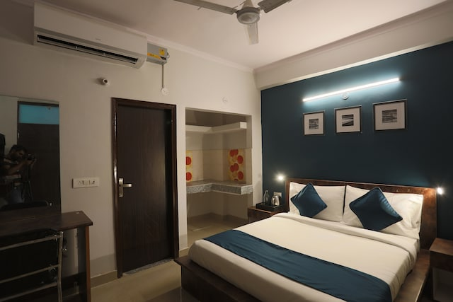 SilverKey Executive Stays 46142 Vinayak Road
