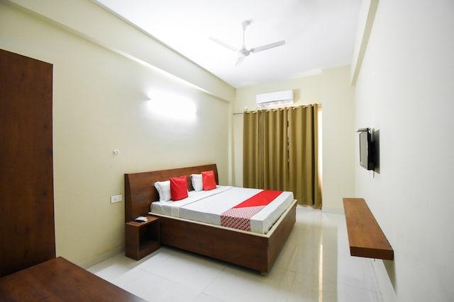 OYO 46202 Empire Hotel